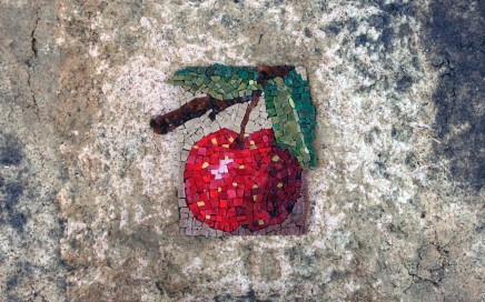 JeanAnn Dabb, apple, one, nd. Ceramic, smalti.